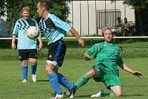 V úvodním utkání tradičního fotbalové turnaje ve Dřenicích podlehli domácí pozdějším vítězům Ostřešanům.