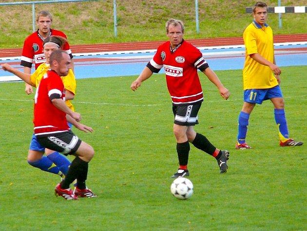 Z fotbalového utkání AFK Chrudim B - Horní Jelení.