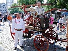 Na výstavě staré, nové a moderní hasičské techniky v Litoměřicích předtsvaila hasiči s SDH Ronov nad Doubravou unikátní čtyřkolovou koněspřežní stříkačku firmy Smekal z roku 1890.