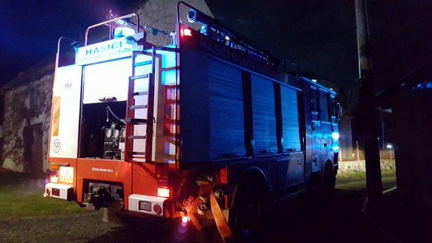 Hasiči likvidovali několik ohnisek z předchozího pálení od pracovníků z lesa.