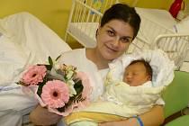 ADÉLKA BUREŠOVÁ je prvorozenou dcerou Pavlíny a Martina Burešových z Chrudimi. Poprvé se rozkřičela  1.1. v 15:13 s mírami 51 cm a 3,62 kg.