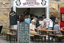 """Nejen ochutnávky """"tekutého"""" chleba, ale především dobrá zábava přilákaly na Chrudimské pivní slavnosti do areálu pivovaru v Chrudimi mnoho návštěvníků."""