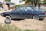 Řidič pod vlivem drog nezvládl v Závratci řízení a skončil v hromadě písku.