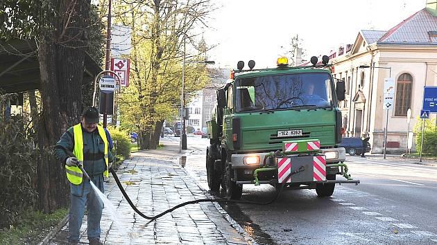 Také v příštím týdnu (od 24. 4.) budou Technické služby pokračovat v blokovém čištění městských komunikací.