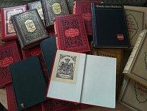 Knihy se vrací tam, kam patří. Do zámecké knihovny.