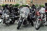 Motorkáři z Motoclubu Black Horses Chrudim spolu s Domem dětí a mládeže Chrudim uspořádali na Resselově náměstí Dětský den.