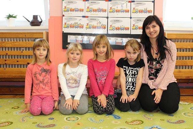 Prvňáčci ze Základní školy Žďárec uSkutče, které vede paní učitelka Milena Chaloupková.