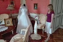 Slatiňanský zámek se oblékl do svatebního