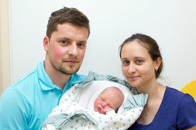 Štěpán Úlom (4,9 kg a 48 cm ) – toto jméno vybrali 7.4. v 10:38 pro svého prvorozeného syna Lucie a Lukáš z Luže.