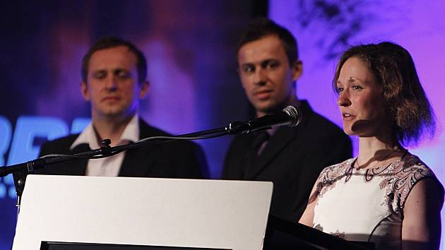 Vítězkou hlavní kategorie ankety Nejúspěšnější sportovci Chrudimska za rok 2012 se stala orientační běžkyně Kateřina Matrasová. V pozadí zleva třetí Radim Holub a druhý Lukáš Rešetár.
