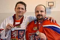 Na zisku stříbrné medaile z MS veteránů se podíleli i hráči Úhřetic Jan Řivnáč (vpravo) a Miroslav Resler.