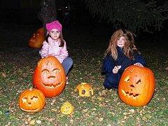 Halloweenský průvod v Ronově nad Doubravou se opravdu vydařil.