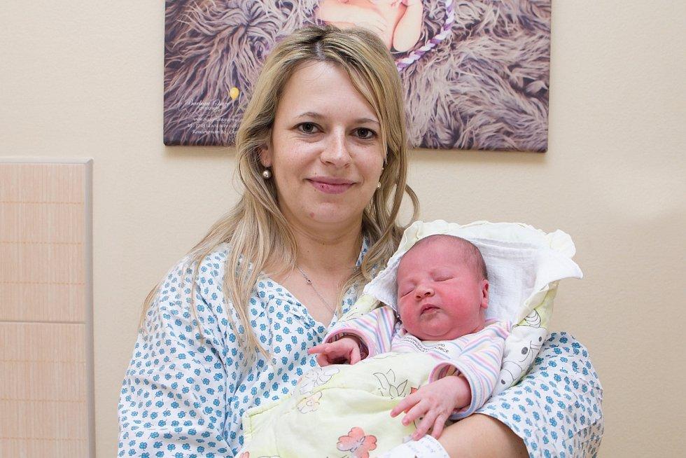 Charlotte Králová (3,66 kg a 51 cm) je od 4.3. od 6:27 po 2,5letém Honzíkovi dalším štěstím Lenky a Jana zŘestok.