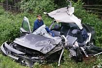 Při tomto muži, spolujezdci z renaultu, stáli všichni svatí. Hrozivě vyhlížející havárii přežil bez škrábnutí. Řidič Fordu Tansit se u Nasavrk na Chrudimsku nevěnoval dostatečně řízení a přehlédl protijedoucí Renault Laguna. Vozidla se čelně srazila.