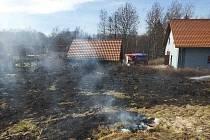 U Vortové dnes hořela louka