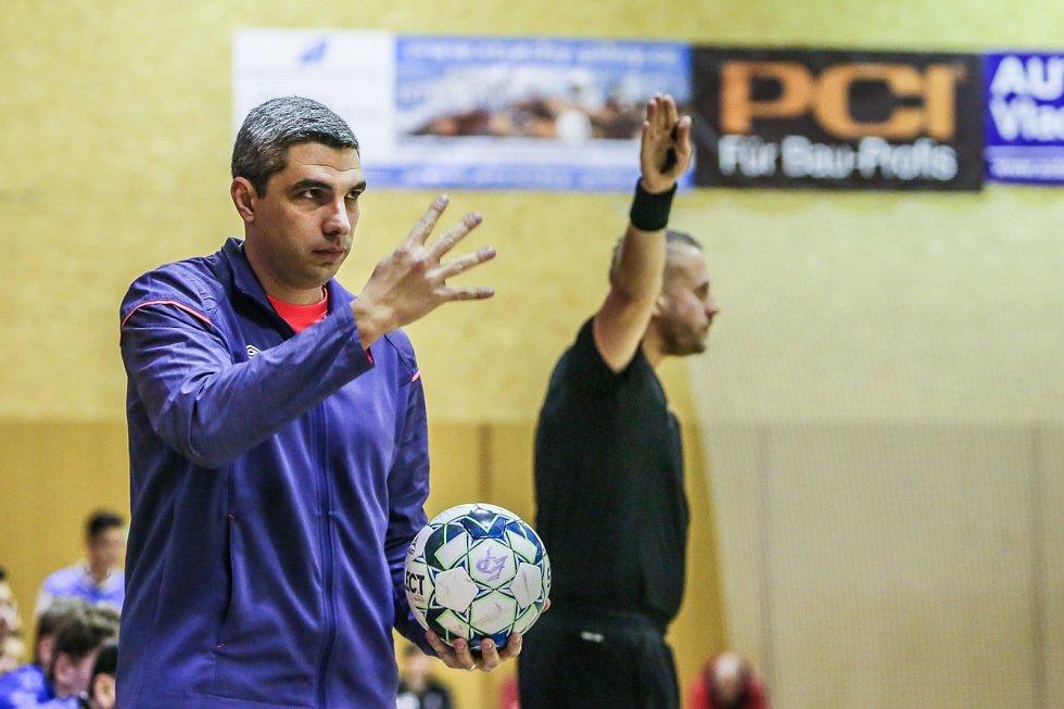 Maličkosti rozhodují. Trenér Felipe Conde (na snímku) má rád při utkání vše pod kontrolou, z lavičky řídí i rozehrávku jednotlivých signálů, které patří k velké síle dlouhodobého suveréna českého futsalu.
