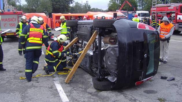 MISTŘI REPUBLIKY. Chrudimští hasiči jsou nejlepší v republice ve vyprošťování obětí havárií.