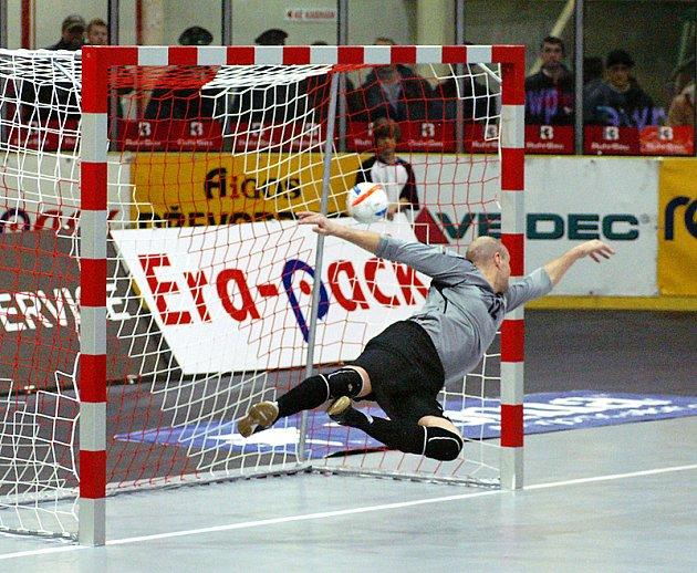 Vítězný gól českých futsalistů proti Ázerbajdžánu vstřelil kapitán týmu Martin Dlouhý. Češi už tak mohou pomalu přemýšlet, na jakého soupeře narazí v baráži o postup na MS 2008 v Brazílii.