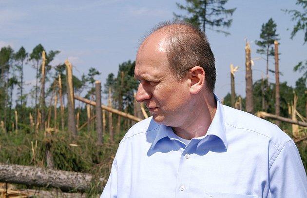 Ministr Petr Gandalovič při návštěvě Pardubického kraje.