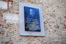 Zástupci Českého i Mezinárodního olympijského výboru odhalili spolu s KČT v Heřmanově Městci pamětní desku Dr. Jiřího Stanislava Gutha – Jarkovského u příležitosti 150. výročí jeho narození.