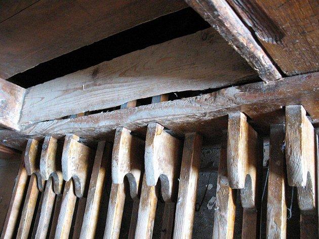Varhany v kostele sv. Michaela archanděla v Krouně jsou v  havarijním stavu. Obec na jejich opravu vyhlásila sbírku.
