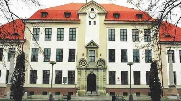 Budova Základní školy Komenského ve Skutči.