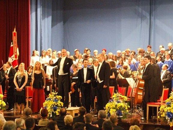 Dirigent Tomáš Židek, Pardubická komorní filharmonie, sbor Salvátor a Rubeš zahajují festival.
