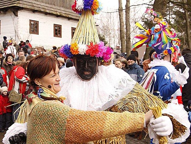 Masopustní obchůzka ve skanzenu na Veselém Kopci.
