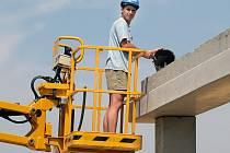 Firma Dřevovýroba Ficek začíná v průmyslové zóně právě stavět.
