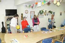 Pohyb, tanec i zpívání bývají na denním pořádku. Pro návštěvníky byly připravené také kroniky denních stacionářů.