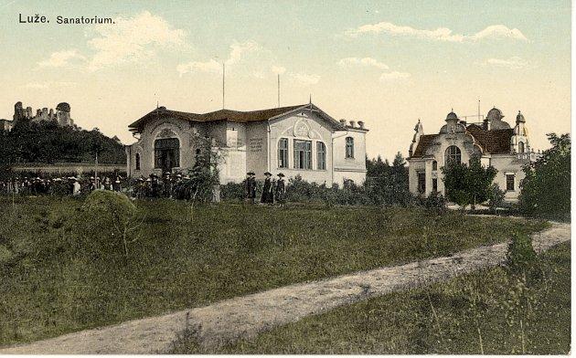 Budova sanatoria na dobovém vyobrazení.