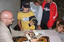 Herec Bořivoj Navrátil navštívil tábor dětí barrandovských filmařů v Kutříně.