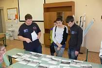 Žáci devátých tříd ze škol po celém okrese se vydali na dobrodružnou cestu za pokladem.