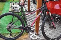 Ukradené dámské horské kolo taktéž značky RADON ZR Lady 6.0, černo-růžové barvy