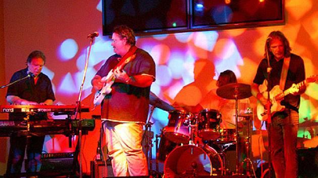 Americká blues rocková skupina Big Mo zahrála v Baraka baru.