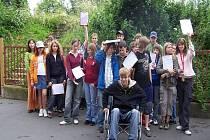 Děti během těstu vyzkoušely, jak je těžké pohybovat se po městě na vozíku.