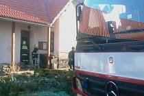 V Žumberku hasiči vyjížděli k požáru sazí v komíně.
