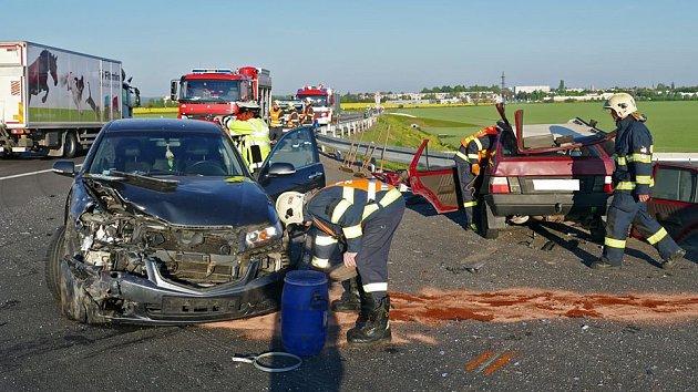 Nehoda na konci obchvatu si vyžádala tři zraněné