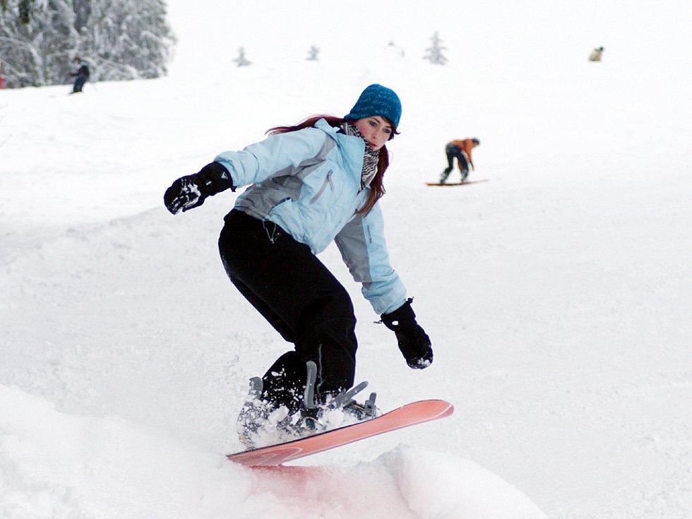 Lyžaři v Hlinsku si užívají sněhu,