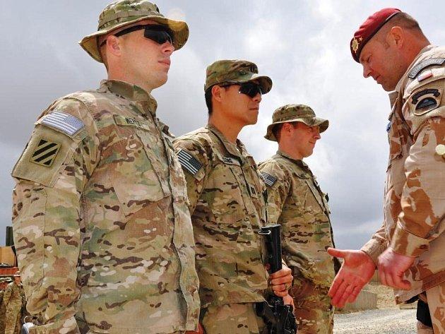 Jednotka OMLT v Afghanistánu končí, plnění operačního úkolu předala v pondělí do rukou podplukovníka Jana Zezuly a jeho jednotky 1. MAT (Military Advisor Team) Wardak.