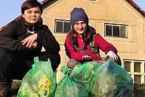 Regina Filipiová a Martin Rejsa dostanou od města za úklid a fotografii odměnu.