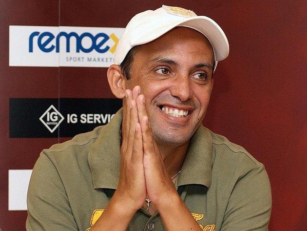 Brazilec Cacau na tiskové konferenci.
