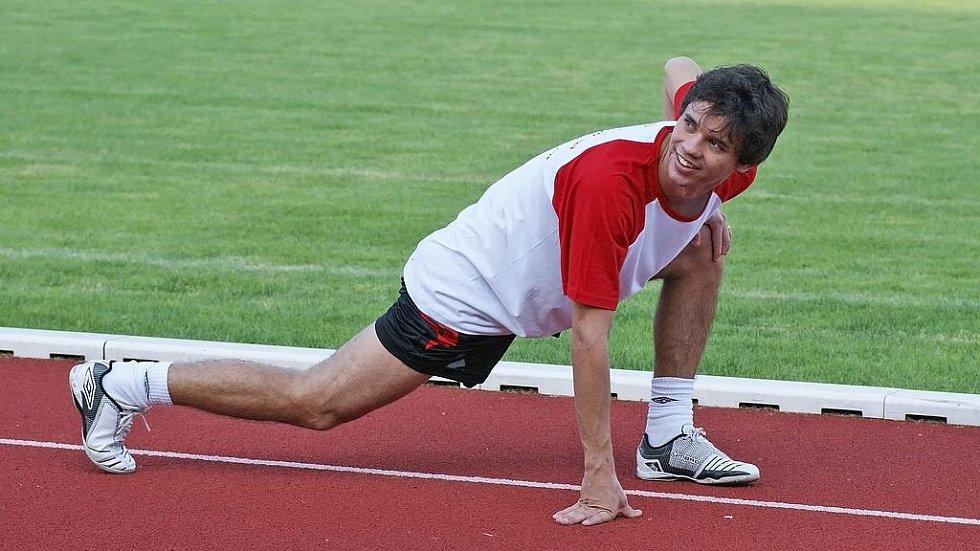 Brazilská posila Era-Packu Max se k týmu připojil během fyzických testů na letním stadionu v Chrudimi.