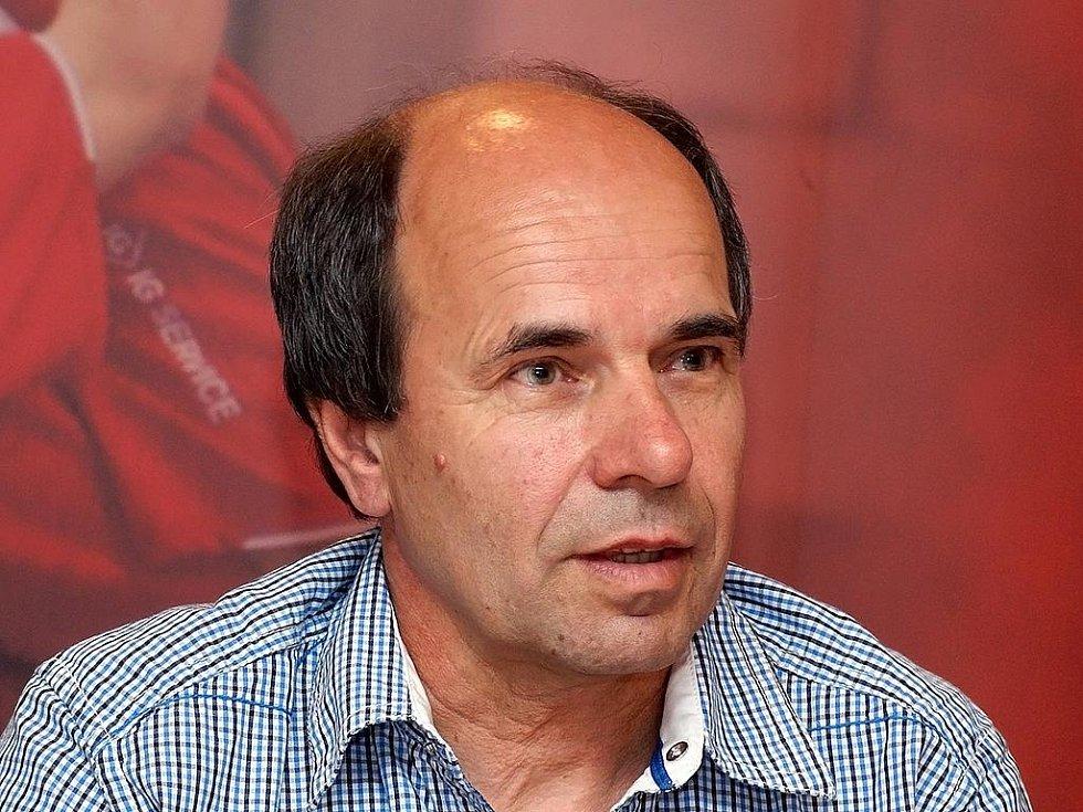 Moderátor tiskové konference Jan Slepička.