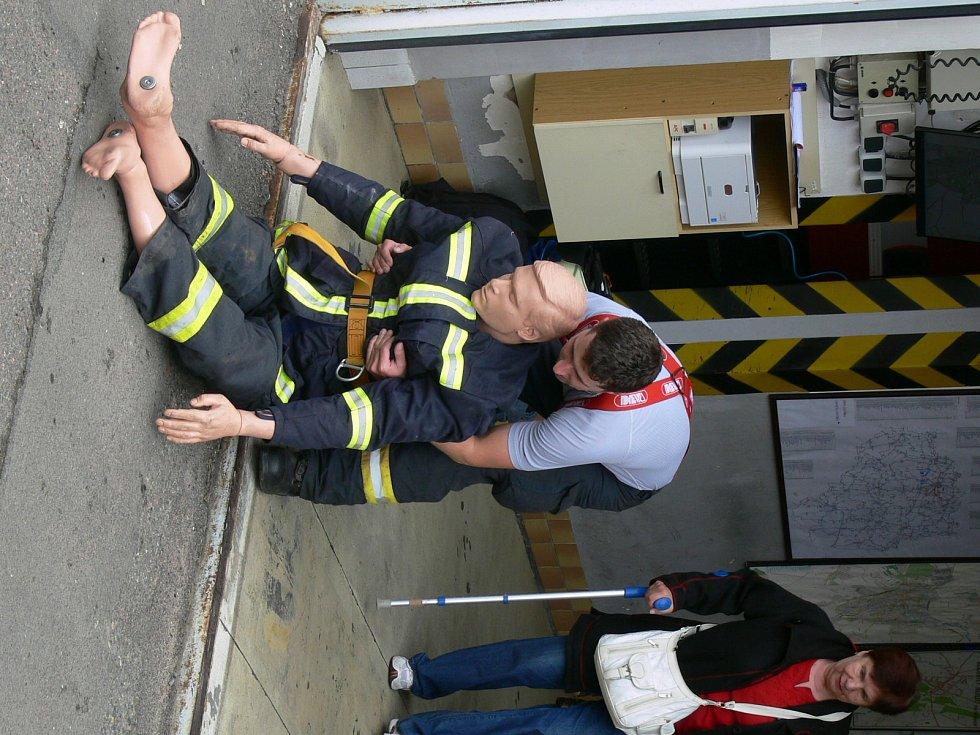 Chrudimští hasiči si na tradiční Den otevřených dveří připravili spoustu praktických ukázek.