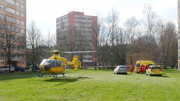 Na sídlišti U Stadionu v pátek přistával vrtulník.