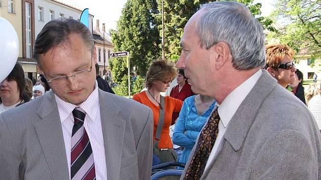 Radní Miloslav Macela (vlevo).