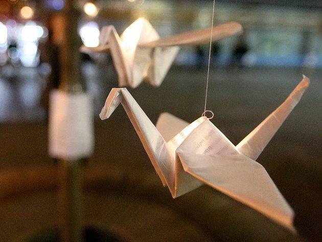 Tvoření z papíru může být zábava.