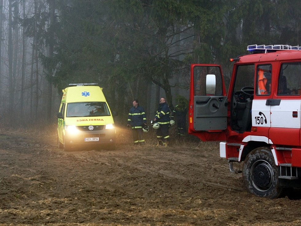 V sobotu 9. března před 15. hodinou havarovalo u obce Srbce u Luže malé práškovací letadlo typu Čmelák. Pilot na místě zemřel.