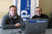 Radim (vlevo) a Martin Holubovi odpovídají při on-line rozhovoru čtenářům Chrudimského deníku.